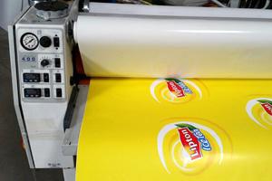 Druckweiterverarbeitung der Druckerei MDG - Laminieren