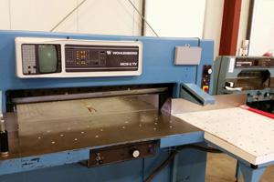 Druckweiterverarbeitung der Druckerei MDG - Schneiden